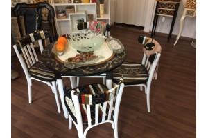 """Pirueta"" Unique hand painted round table with four chairs"
